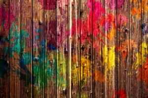 Farbspritzer auf Holzlatten Christiane Witt Feng Shui Beratung