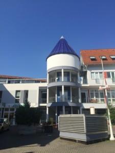 Element Feuer: blauer Turm in Bad Vilbel von Christiane Witt - Feng Shui Beratung