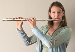 Christiane Witt mit Querflöte Druckgröße